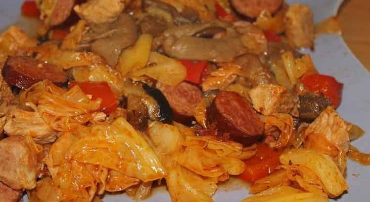 Pikante Ovenschotel Met Zuurkool, Gehakt en Chorizo